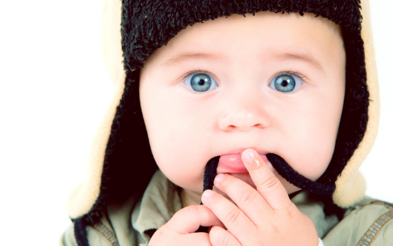 with-black-cap-sweet-little-babies-wallpaper - hd wallpaper