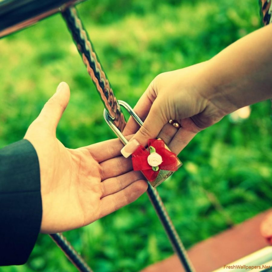 love couple lock together wallpaper