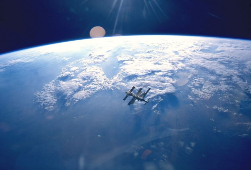 iss wallpaper iphone