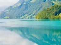 HD Beautiful Lake Wallpaper 1080x2280